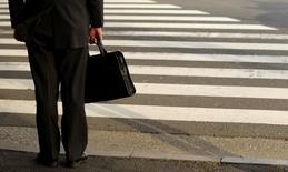 Le moral des cadres a nettement progressé en mars en France pour retrouver son meilleur niveau depuis l'été 2011, selon l'enquête mensuelle de Viavoice pour HEC, Le Figaro et France Inter publiée lundi. /Photo d'archives/REUTERS/Yuriko Nakao