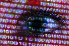 """Des experts en informatique ont signalé l'existence d'une des plus graves failles de sécurité découvertes depuis des années et affectant un logiciel d'encodage utilisé par un très grand nombre de sites internet. Cette faille baptisée """"Heartbleed"""", qui existe depuis deux ans environ, concerne une version du logiciel OpenSSL et permet à des pirates informatiques d'avoir accès à des données sensibles, dont des mots de passe ou des codes secrets, en passant par la mémoire des serveurs. /Photo d'archives/REUTERS/Pawel Kopczynski"""