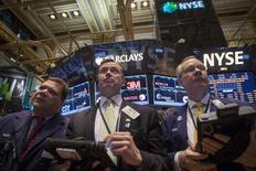 RPT-Les marchés d'actions à Wall Street ont ouvert en petite baisse jeudi, les investisseurs marquant une pause après avoir enregistré la veille des hausses confortables. Peu après l'ouverture, l'indice Dow Jones perd 0,03%, le Standard & Poor's 500, plus large, cède 0,14% et le Nasdaq Composite abandonne 0,22%. /Photo prise le 8 avril 2014/REUTERS/Brendan McDermid