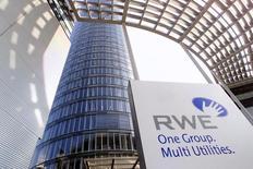 """Штаб-квартира RWE в Эссене 26 сентября 2001 года. Немецкая RWE начала поставки газа на Украину через Польшу, пообещав украинскому Нафтогазу """"значительные объемы"""" топлива в течение ближайших недель или месяцев в том случае, если ограничения в трубопроводной системе будут сняты, сообщила RWE во вторник. REUTERS/Juergen Schwarz"""
