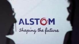 General Electric est en discussions pour racheter Alstom pour environ 13 milliards de dollars (9,4 milliards d'euros), rapporte l'agence Bloomberg, citant des sources au fait du dossier. Un accord entre les deux parties pourrait être annoncé la semaine prochaine, le conglomérat industriel américain ayant, le soutien de Bouygues, actionnaire à hauteur de 29,3% d'Alstom, le constructeur notamment des TGV. /Photo d'archives/REUTERS/Philippe Wojazer