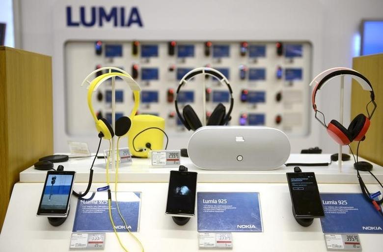 Nokia's Lumia smartphones are seen in a Helsinki mobile phone store January 21, 2014. REUTERS/Antti Aimo-Koivisto/Lehtikuva/Files