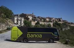 Bankia annonce lundi un bénéfice net plus que doublé au premier trimestre, mais le résultat de la banque espagnole, qui a dû être sauvée de la faillite par l'Etat en 2012, ressort néanmoins à un niveau inférieur aux attentes des analystes financiers. /Photo d'archives/REUTERS/Sergio Perez
