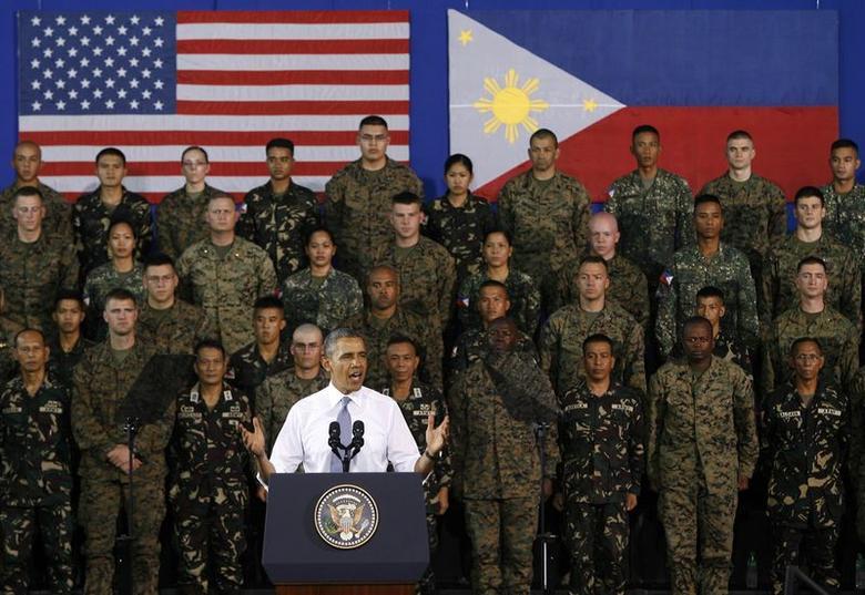 U.S. President Barack Obama speaks to U.S. and Filipino troops at the Fort Bonifacio Gymnasium in Manila, April 29, 2014. REUTERS/Al Falcon