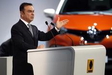 Carlos Ghosn, PDG de Renault, s'est vu renouveler mercredi pour quatre ans son mandat d'administrateur lors de l'assemblée générale du constructeur automobile français. Il s'agira de son troisième mandat à la tête du constructeur français. /Photo d'archives/REUTERS/Charles Platiau