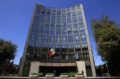 Le groupe italien de défense et d'aérospatiale Finmeccanica annonce mardi un résultat opérationnel en recul de près de 5% au premier trimestre et inférieur aux attentes, sous le coup de la baisse des dépenses militaires aux Etats-Unis et en Europe. /Photo d'archives/REUTERS/Max Rossi