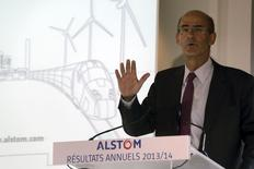 Patrick Kron, PDG d'Alstom. Le groupe a annoncé mercredi des résultats et des prises de commandes en baisse au titre de son exercice 2013-2014, mais le groupe a vu ses marges progresser dans sa branche transport, sur laquelle il envisage de se recentrer.  /Photo prise le 7 mai 2014/REUTERS/Philippe Wojazer
