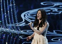 """Idina Menzel performs nominated original song """"Let it Go"""" by Robert Lopez and Kristen Anderson-Lopez, for the film """"Frozen"""" at the 86th Academy Awards in Hollywood, California March 2, 2014.  REUTERS/Lucy Nicholson"""