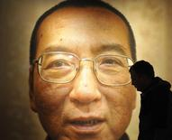 """Workers prepare the Nobel Peace Prize laureate exhibition """"I Have No Enemies"""" for Chinese dissident Liu Xiaobo at the Nobel Peace Center in Oslo December 9, 2010.  REUTERS/Toby Melville"""