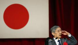 Le gouverneur de la Banque du Japon, Haruhiko Kuroda. La demande extérieure toujours faible, qui risque de peser sur la croissance nipponne dans les prochains trimestres, pourrait inciter la BoJ à assouplir encore sa politique monétaire. /Photo prise le 20 mars 2014/REUTERS/Yuya Shino