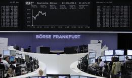 Les Bourses européennes évoluent en petite hausse à la mi-séance.  À Paris, le CAC 40 prend 0,16% à 4.500,81 points vers 11h00 GMT. À Francfort, le Dax gagne 0,59% et à Londres, le FTSE s'octroie 0,13%. /Photo prise le 13 mai 2014/REUTERS
