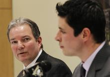 Pittsburgh Penguins' General Manager Ray Shero (L) looks towards Penguins star Sidney Crosby as he addresses the media on Crosby's injuries during a news conference prior to the Penguins' NHL hockey game against the Toronto Maple Leafs in Pittsburgh, Pennsylvania January 31, 2012. REUTERS/Jason Cohn