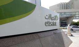 Etisalat a lancé mardi une offre de rachat des participations minoritaires de Maroc Telecom après avoir bouclé la semaine dernière l'acquisition, pour 4,14 milliards d'euros, des 53% que détenait Vivendi dans l'opérateur télécoms marocain. /Photo d'archives/REUTERS/Jumana El Heloueh
