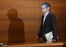 Le gouverneur de la Banque du Japon, Haruhiko Kuroda. La BoJ a maintenu en l'état mercredi sa politique monétaire et émis un jugement plus positif sur l'évolution des dépenses d'investissement. /Photo prise le 21 mai 2014/REUTERS/Toru Hanai