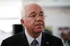 Imagen de archivo del ministro venezolano de Petróleo y Energía, Rafael Ramírez. El mayor productor de crudo de Rusia, Rosneft, anticipará un pago de 2.000 millones de dólares a la estatal Petróleos de Venezuela (PDVSA) por el suministro de crudo y productos petroleros en el largo plazo. REUTERS/Jorge Silva