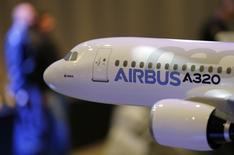 Airbus Group a l'intention d'augmenter encore la production de l'A320 après 2018, a déclaré mardi le président exécutif Tom Enders, après la hausse déjà annoncée de la cadence mensuelle de 42 avions actuellement à 46 d'ici 2016. /Photo prise le 13 janvier 2014/REUTERS/Régis Duvignau