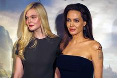 """Actresses Angelina Jolie (R) and Elle Fanning pose during a photocall for the film """"Maleficent"""" (Malefique) in Paris May 6, 2014.   REUTERS/Charles Platiau"""