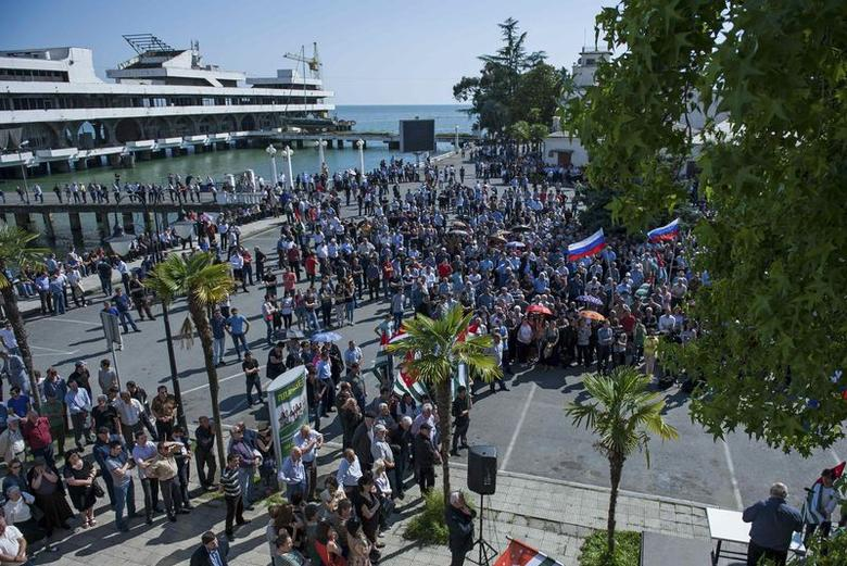Supporters of Abkhazia's President Alexander Ankvab hold a rally in Sukhumi, the capital of Georgia's breakaway region of Abkhazia May 28, 2014. REUTERS/Nina Zotina