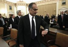 John Mack, former chairman of Morgan Stanley, checks his watch after testifying before the Financial Crisis Inquiry Commission in Washington January 13, 2010.       REUTERS/Kevin Lamarque