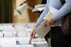 Le résultat des élections au Parlement européen est négatif pour la dette de la France, où le Front national est arrivé très largement en tête, selon l'agence de notation Moody's. /Photo prise le 25 mai  2014/REUTERS/Charles Platiau