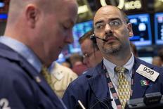 Wall Street a ouvert lundi sans grand changement. Dans les premiers échanges, le Dow Jones gagne 0,07%. Le Standard & Poor's 500, plus large, est quasi-stable (+0,06%) et le Nasdaq prend 0,10%.  /Photo prise le 28 mai 2014/REUTERS/Brendan McDermid