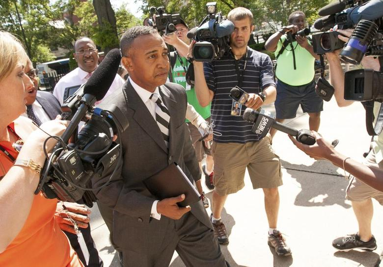 Former Charlotte, North Carolina Mayor Patrick Cannon is met with photojournalists and reporters as he arrives to make a plea on corruption charges at federal court in Charlotte, North Carolina June 3, 2014.    REUTERS/Jason Miczek