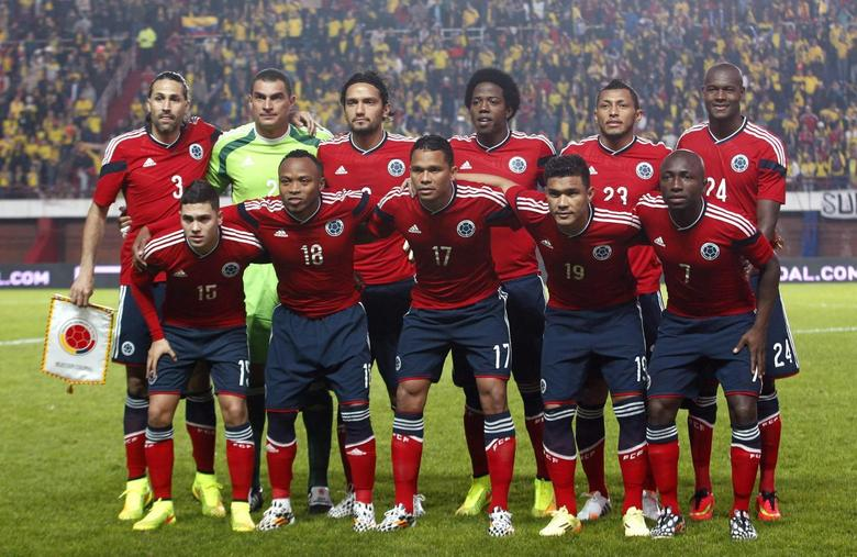 Colombia's national soccer team poses before a friendly soccer match against Senegal ahead of the 2014 World Cup, in Buenos Aires May 31, 2014.  REUTERS/Enrique Marcarian
