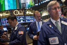 Les marchés d'actions américains ont ouvert en petite hausse jeudi, les investisseurs saluant sans trop d'entrain les annonces de la Banque centrale européenne. Quelques instants après l'ouverture, le Dow Jones gagne 0,13%, le Standard & Poor's 500 progresse de 0,05% et le Nasdaq Composite prend 0,18%. /Photo prise le 3 juin 2014/REUTERS/Brendan McDermid