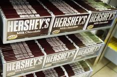 Rows of Hershey candy bars are seen inside the Hershey Store in New York, June 17, 2008.  REUTERS/Shannon Stapleton