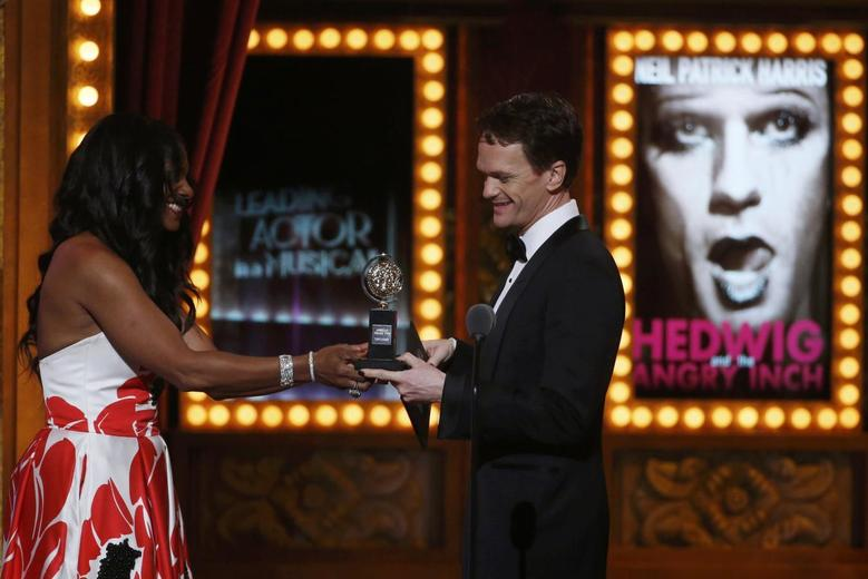 Audra McDonald presents the award for Best Performance by an Actor in a Leading Role in a Musical to Neil Patrick Harris for his role ''Hedwig and the Angry Inch''during the American Theatre Wing's 68th annual Tony Awards at Radio City Music Hall in New York, June 8, 2014. REUTERS/Carlo Allegri