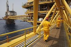 L'Organisation des pays exportateurs de pétrole (Opep) a reconduit mercredi son plafond de production fixé à 30 millions de barils par jour (bpj) pour le second semestre. /Photo d'archives/REUTERS/Victor Ruiz Garcia
