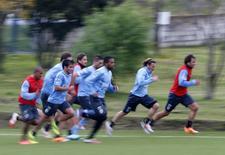 Jogadores do Uruguai participam de treinamento para o Mundial. REUTERS/Andres Stapff