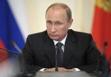 Presidente russo, Vladimir Putin, preside uma reunião na residência oficial Novo-Ogaryovo, nos arredores de Moscou. 11/06/2014.  REUTERS/Alexei Druzhinin/RIA Novosti/Kremlin