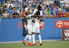 Jogadores da Costa do Marfim comemoram gol marcado em amistoso contra El Salvador, nos EUA. 04/06/2014  REUTERS/Mike Stone