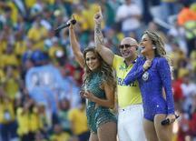 Jennifer Lopez, Pitbull e Claudia Leitte na cerimônia de abertura  da Copa do Mundo. 12/06/2014   REUTERS/Kai Pfaffenbach