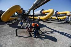 La Russie a totalement interrompu ses livraisons de gaz à l'Ukraine, a annoncé lundi le ministre ukrainien de l'Energie, Iouri Prodan. /Photo prise le 21 mai 2014/REUTERS/Gleb Garanich