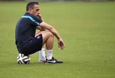 Técnico de Portugal, Paulo Bento, durante sessão de treino na Arena Fonte Nova, em Salvador. 15/06/2014.   REUTERS/Dylan Martinez