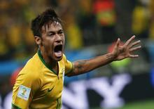 Neymar comemora gol contra Croácia na estreia do Brasil no Mundial. REUTERS/Damir Sagolj
