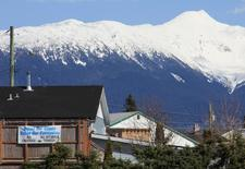 A Protest sign hangs from a building in the town of Kitimat, British Columbia, April 12, 2014.  REUTERS/Julie Gordon