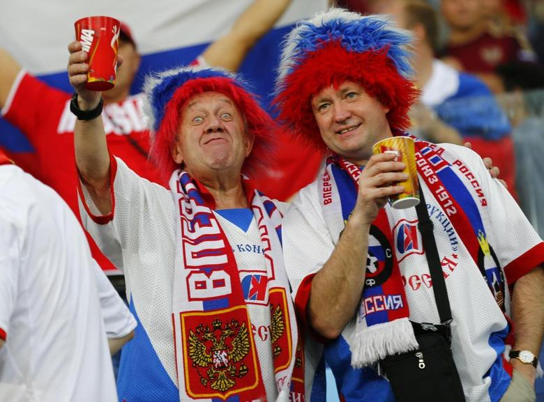 Fans of Russia pose during the 2014 World Cup Group H soccer match against South Korea at the Pantanal arena in Cuiaba June 17, 2014. REUTERS/Paul Hanna