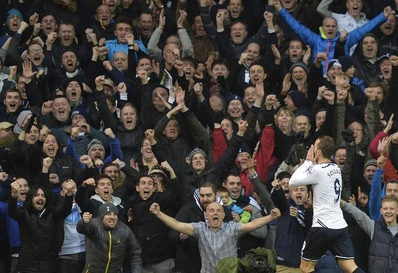 Tottenham Hotspur's Roberto Soldado celebrates scoring against Cardiff City during their English Premier League soccer match at White Hart Lane in London, March 2, 2014. REUTERS/Toby Melville