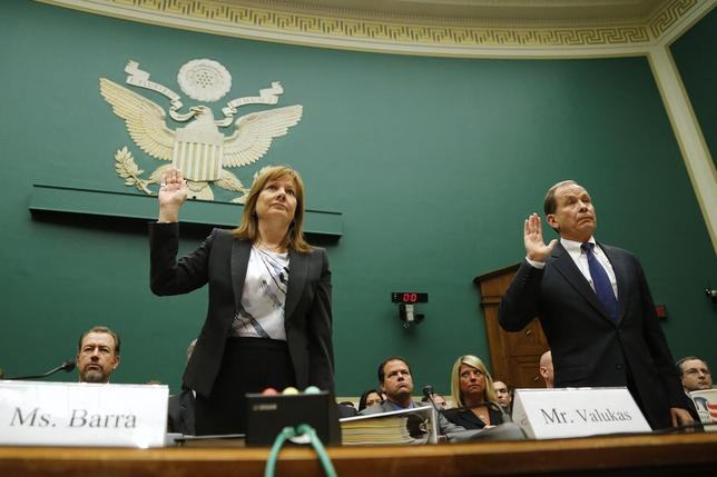 General Motors CEO Mary Barra (L) and head of GM's internal recall investigation Anton Valukas are sworn in to testify before a House Energy and Commerce Oversight and Investigations Subcommittee hearing on the GM ignition switch recall on Capitol Hill in Washington June 18, 2014.  REUTERS/Jonathan Ernst