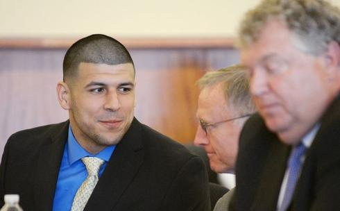 Lawyers for ex-NFL star Hernandez seek to have search tossed out