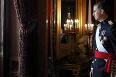 Spain's new King Felipe VI arrives to appear on the balcony of the Royal Palace in Madrid, June 19, 2014.   REUTERS/Javier Lizon