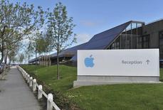 Las operaciones de Apple International, un subsidiario de Apple Inc., son vistas en Hollyhill, Cork, al sur de Irlanda, 21 de mayo de 2013.  Quanta Computer Inc iniciará en julio la producción en masa del primer reloj de Apple Inc, según una fuente cercana al asunto, en momentos en que el gigante de la tecnología trata de probar que aún puede innovar frente a su competidor Samsung Electronics Co Ltd.  REUTERS/Michael MacSweeney