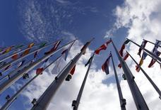 L'Union européenne s'est employée vendredi à combler une lacune fiscale permettant aux multinationales comme Apple, Starbucks et d'autres de réduire leur impôt en exploitant les disparités entre les régimes fiscaux des Etats membres. /Photo d'archives/REUTERS/Vincent Kessler