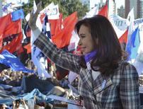 Argentine President Cristina Fernandez de Kirchner waves supporters during ceremony marking National Flag Day in Rosario June 20, 2014.   REUTERS/Argentine Presidency/Handout via Reuters