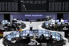 Помещение Франкфуртской фондовой биржи 24 июня 2014 года. Европейские фондовые рынки снижаются под давлением акций бельгийской розничной сети Colruyt. REUTERS/Remote/Stringer