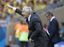 Técnico da seleção da Colômbia, Jose Pekerman, gesticula durante partida contra a Grécia pelo Grupo C da Copa do Mundo, no estádio Mineirão, em Belo Horizonte.  14/06/2014.  REUTERS/Sergio Perez