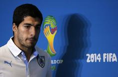 Uruguay's national soccer team player Luis Suarez arrives at a news conference prior a training session at the Dunas Arena soccer stadium in Natal, June 23, 2014.  REUTERS/Carlos Barria (BRAZIL  - Tags: SOCCER SPORT WORLD CUP)